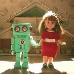 動かなくなった人形にロボットが取った行動とは…?